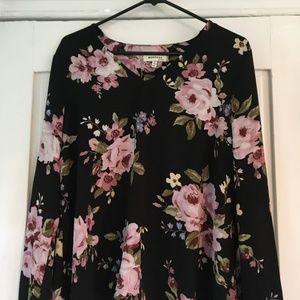 Monteau XL floral patterned shirt.